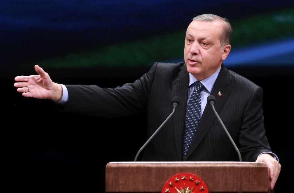 Droht mit der Aufkündigung des EU-Flüchtlingspakt: der türkische Präsident Recep Tayyip Erdogan pocht auf die Einhaltung einer mündlichen Zusage des griechischen Präsidenten Alexis Zipras. Foto: AFP