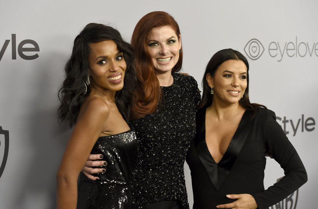 Dresscode der Golden Globes 2018: Die Schauspielerinnen Kerry Washington (v.l.n.r.), Debra Messing und Eva Longoria kamen wie fast alle Stars ganz in Schwarz gekleidet zur Preisverleihung. Foto: Invision