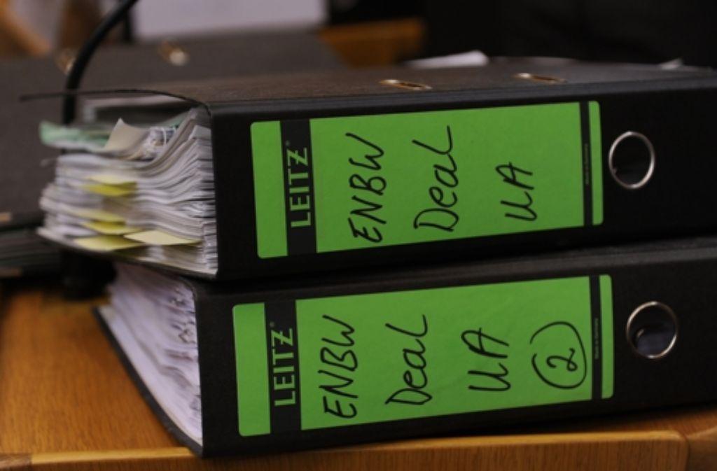 Der EnBW-Deal - seine Aufarbeitung füllt mehrere Aktenordner. Foto: dpa