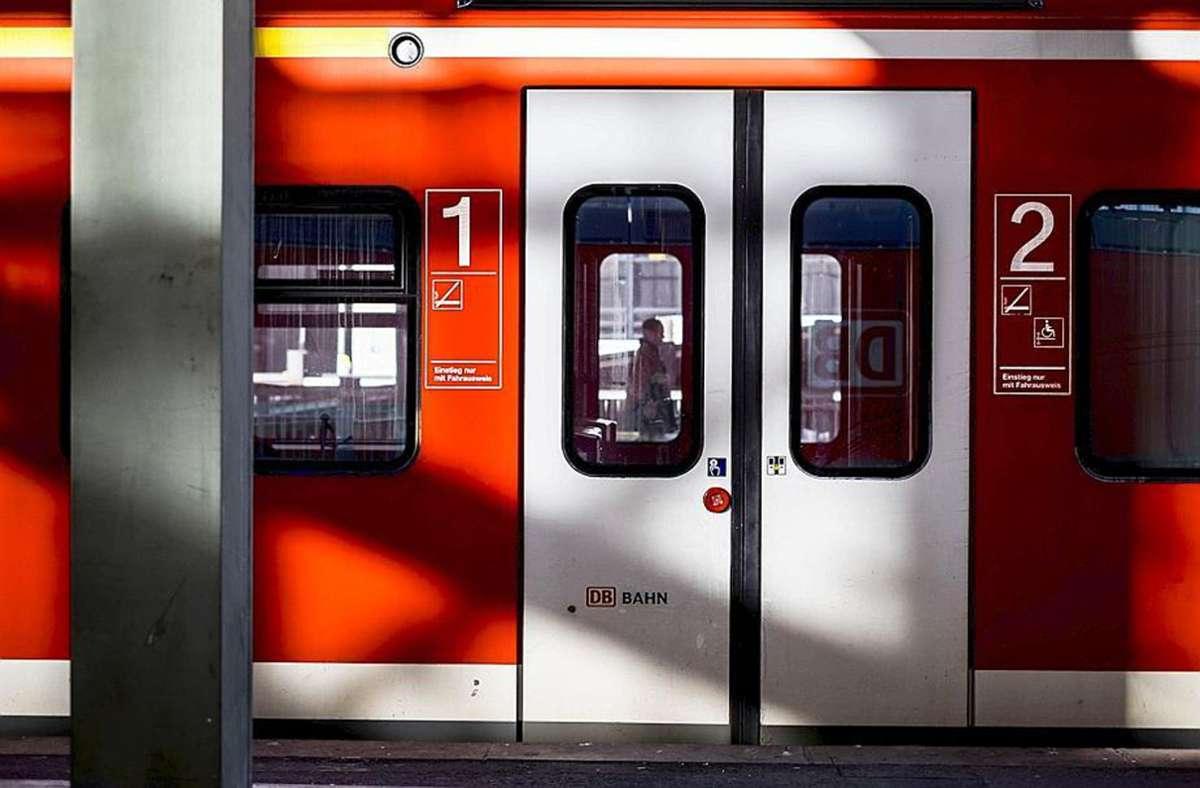Wer mit der S-Bahn fährt, braucht ein gültiges Ticket – das sehen aber nicht alle ein. Foto: Lichtgut/Max Kovalenko