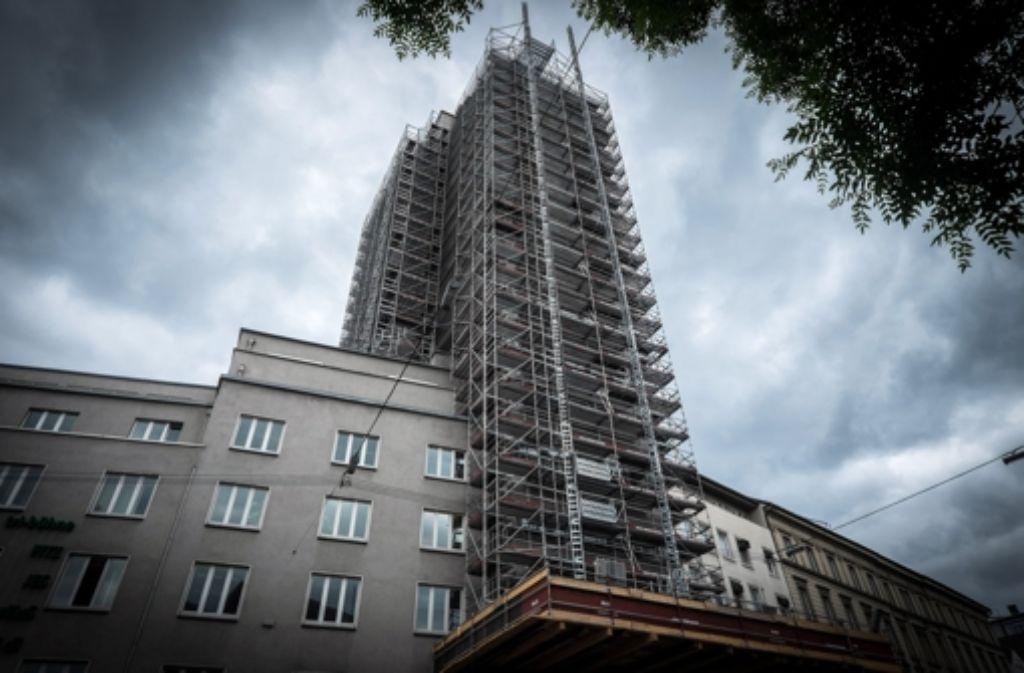 Mehrere 100 Meter Gerüst sind aufgebaut, um die Fenster zu sanieren. Foto: Lichtgut/Achim Zweygarth