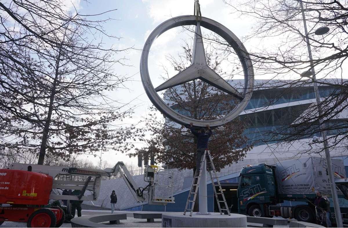 Der Mercedes-Stern ist im Mercedes-Benz-Museum angekommen. Foto: Andreas Rosar Fotoagentur-Stuttg/Andreas Rosar Fotoagentur-Stuttg