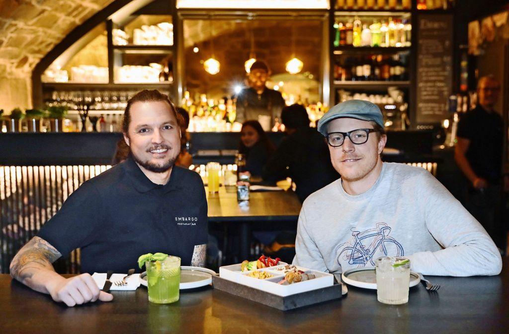 Valentin Schlienz (links) und Axel Schenke setzen auf erlesene Drinks. Foto: Horst Rudel