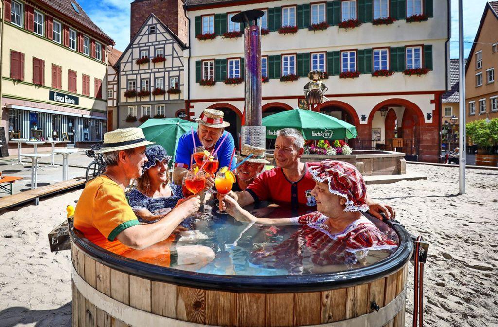 Die Bürgergarde bietet Cocktails und ein Bad im Zuber an. Foto: factum/