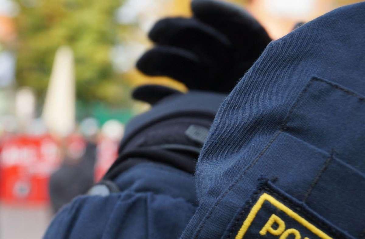 Ein 16-Jähriger wirft am am Herrenberger Bahnhof mit Fahrrädern um sich. Die Polizei beendet die Randale. Foto: SDMG/SDMG/Symbolbild