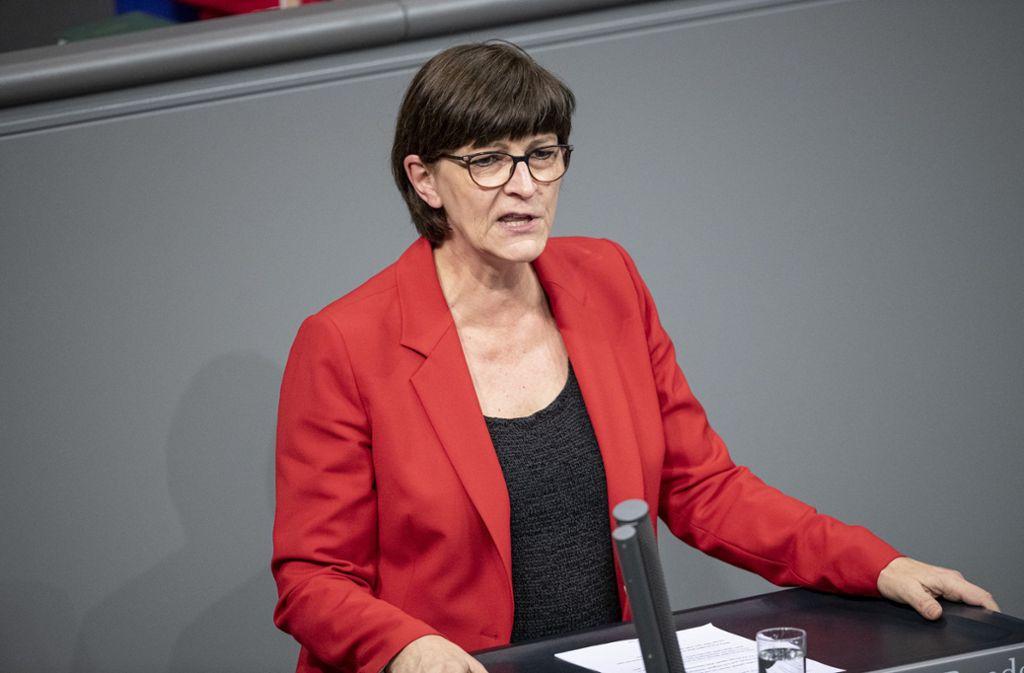 Die SPD-Vorsitzende Saskia Esken bei einer Rede im Bundestag Foto: dpa/Fabian Sommer