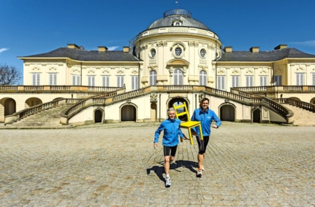 Gerhard Prasske (links) und Matthias Bierer laufen normalerweise ohne Stuhl – bei der Organisation aber im Gleichschritt. Foto: factum/Weise