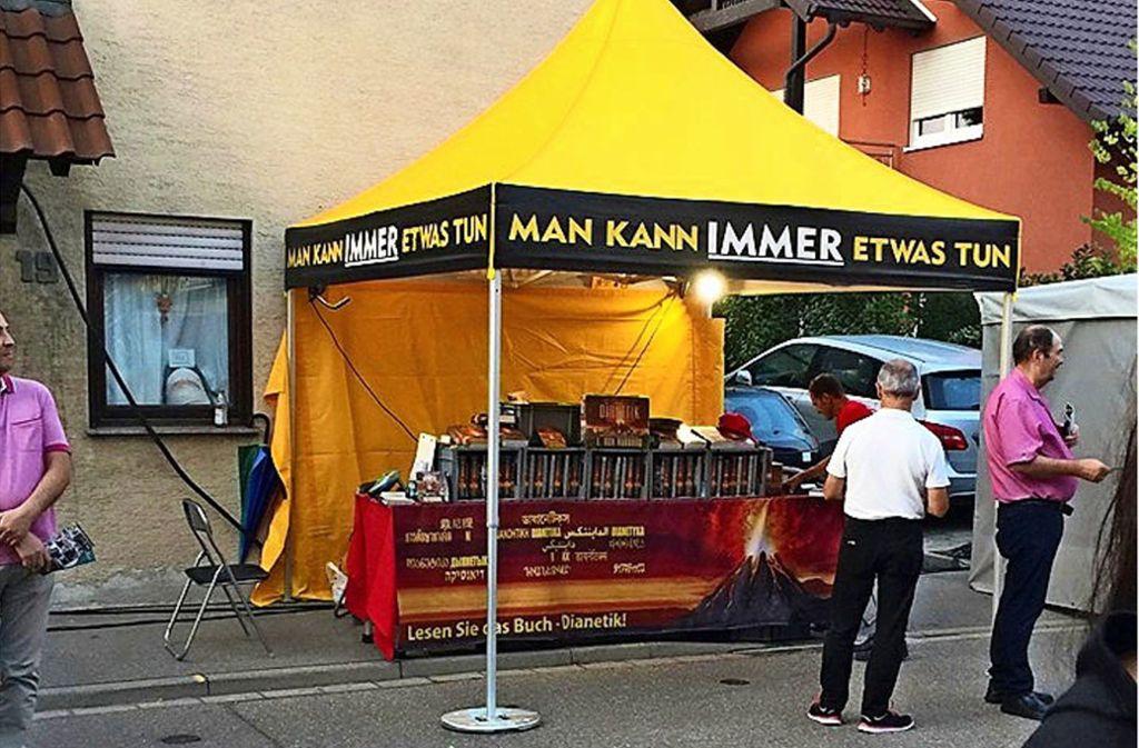 Der Stand von Scientology beim Markgröninger Schäferlauf Foto: privat