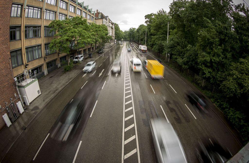 Um die Luft in Stuttgart sauberer zu bekommen sind Fahrverbote laut Gutachten unerlässlich. Foto: Lichtgut/Leif Piechowski