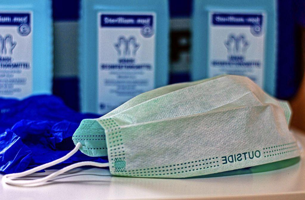 Schutzmasken sollte besser tragen, wer selbst infiziert ist. Gründliches Händewaschen ist  jedem zu empfehlen Foto: 7aktuell.de//Max Rühle