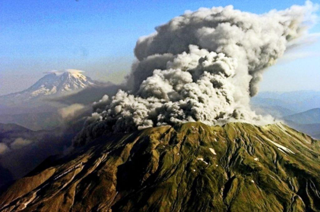 Immer wieder rumort es im Innern des Vulkans  Mount St. Helens – ein Indiz für die gefährlichen Vorgänge  im Untergrund. Foto: AP