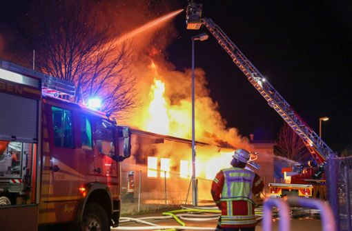 Flammen zerstören Schreinerei – Schaden enorm