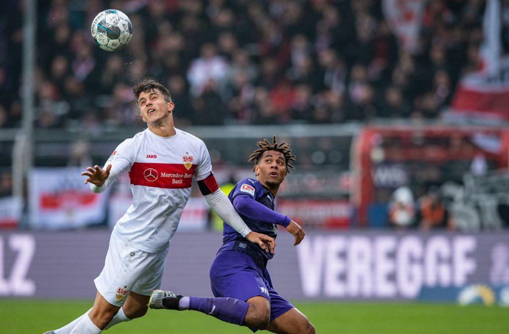 VfB-Kapitän Marc Oliver Kempf (links) sieht dem Derby optimistisch entgegen. Foto: dpa/Guido Kirchner
