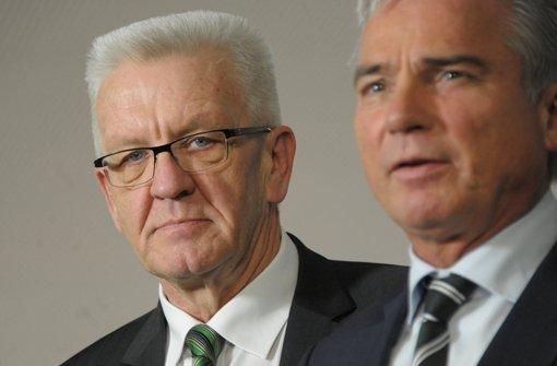 Grün-Schwarze Verhandlungen: Winfried Kretschmann (links) steht im Gespräch mit der CDU und dem Landesvorsitzenden der Christdemokraten, Thomas Strobl,  über eine mögliche Regierungsbildung. Foto: dpa