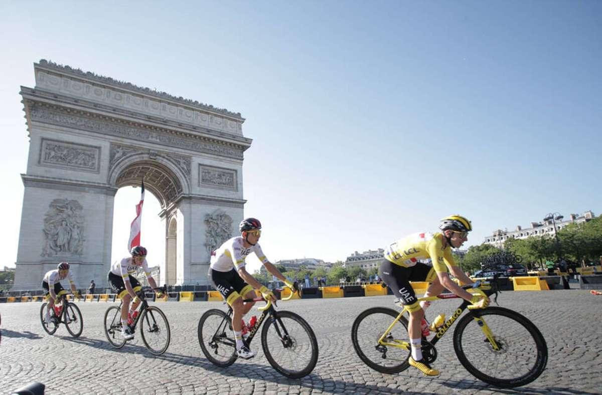 Die 108. Ausgabe der Tour de France geht bei herrlichem Wetter im Herzen von Paris zu Ende. Foto: Imago/Sirotti