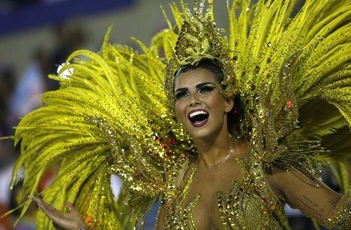 Hunderttausende tanzen trotz Virus-Gefahr