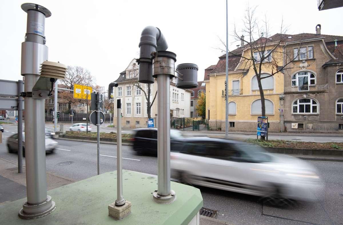 Wegen erhöhter Stickoxid-Werte in Ludwigsburg will die DUH Fahrverbote für Diesel bis Euro 5 durchsetzen und in den Luftreinhalteplan aufgenommen wissen. Foto: dpa/Marijan Murat