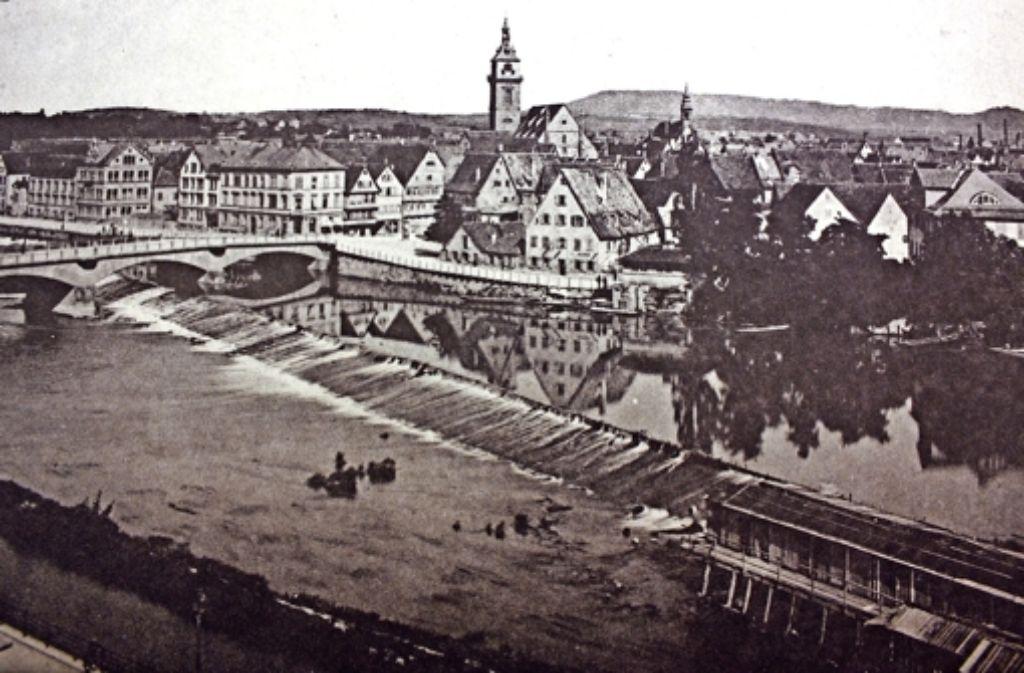 Die Hütten für die Neckarsturzbäder standen unterhalb des Wehrs und sind rechts unten auf dem Foto  zu erkennen. Foto: Pro Alt-Cannstatt