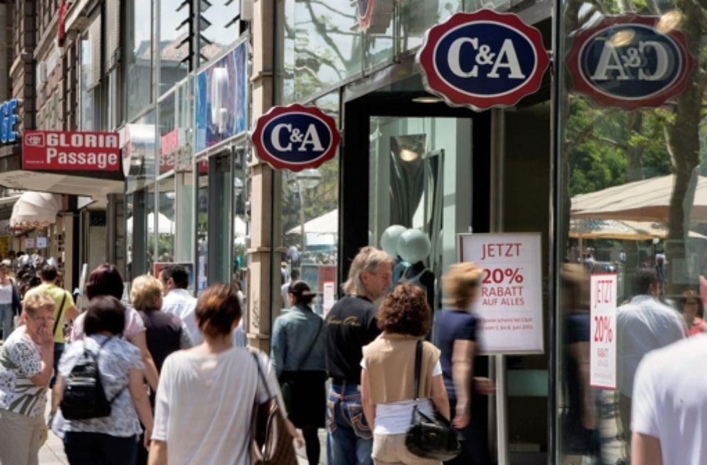 Auf C&A auf der Königstraße folgt TK Maxx, eine Modekette, die mit besonders günstigen Angeboten wirbt. Foto: Michael Steinert