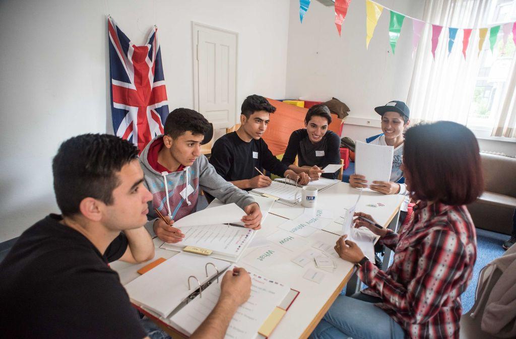 Englischunterricht für junge Flüchtlinge Foto: Lichtgut/Max Kovalenko