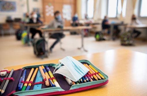 Grundschüler müssen medizinische Masken im Unterricht tragen