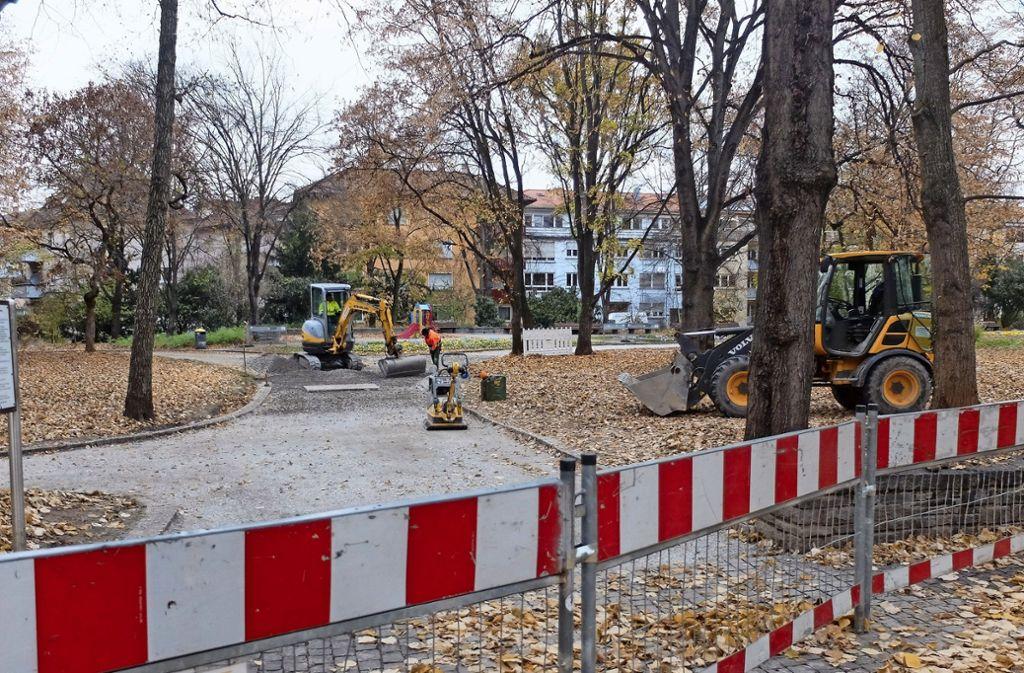 Einige Wege  in den unteren Kurpark sind derzeit abgesperrt. Foto: Frey