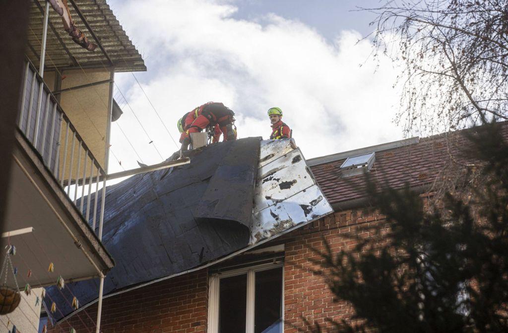 Feuerwehr und Polizei waren in Stuttgart wegen des Sturmtiefs Sabine im Dauereinsatz. Foto: 7aktuell.de/Simon Adomat