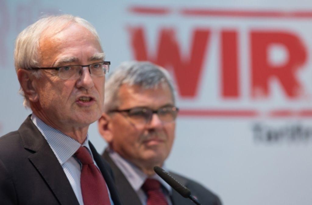 IG-Metall-Chef Detlef Wetzel (links) und sein Vize Jörg Hofmann vermitteln im Gewerkschaftsstreit um den Gesetzentwurf zur Tarifeinheit im Betrieb. Foto: dpa