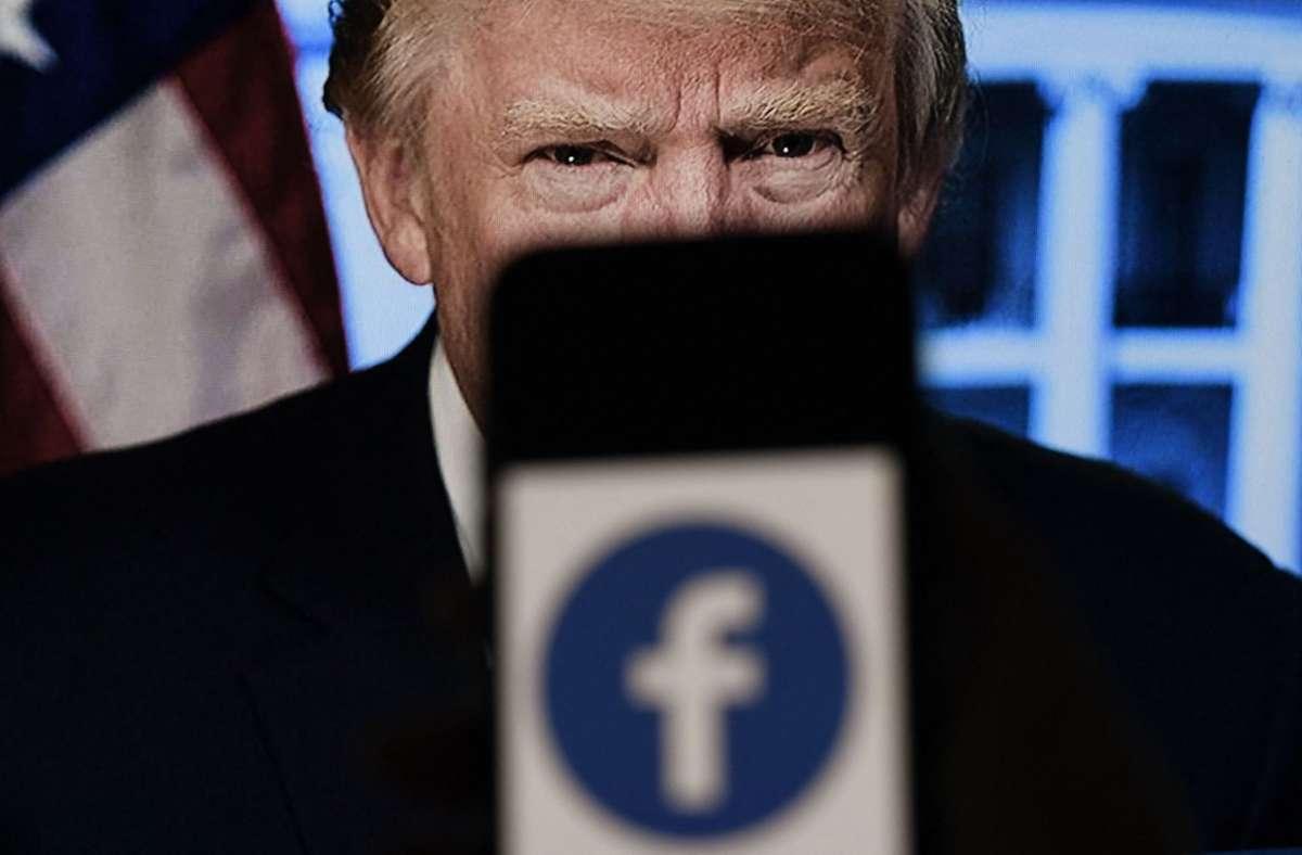 Donald Trump bleibt vorerst auf Facebook gesperrt. Foto: AFP/OLIVIER DOULIERY