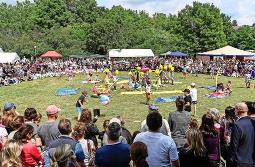 Ein buntes Fest für alle Leonberger