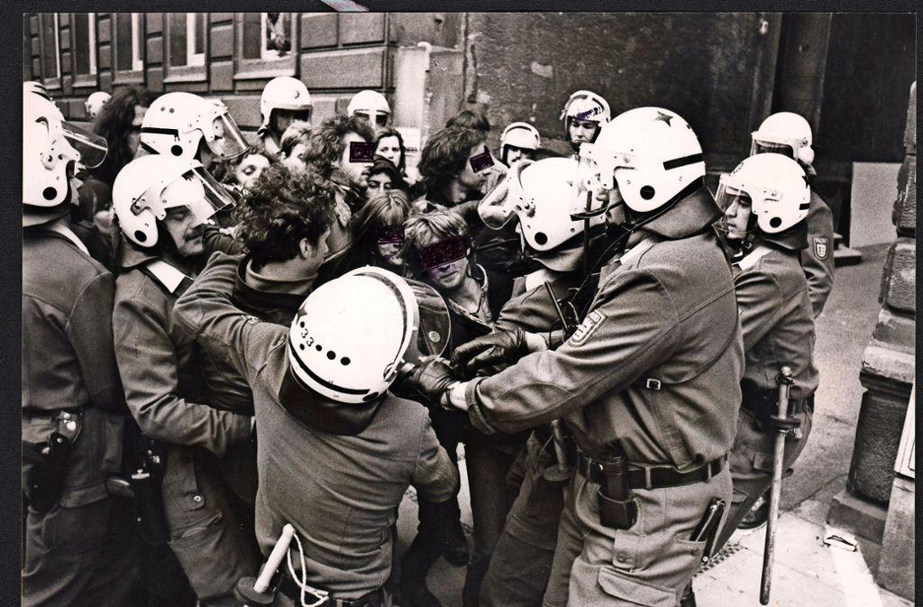Besetzer müssen raus: Robuste Räumung in der Neckarstraße 79 im April 1989. Foto: Uli Kraufmann