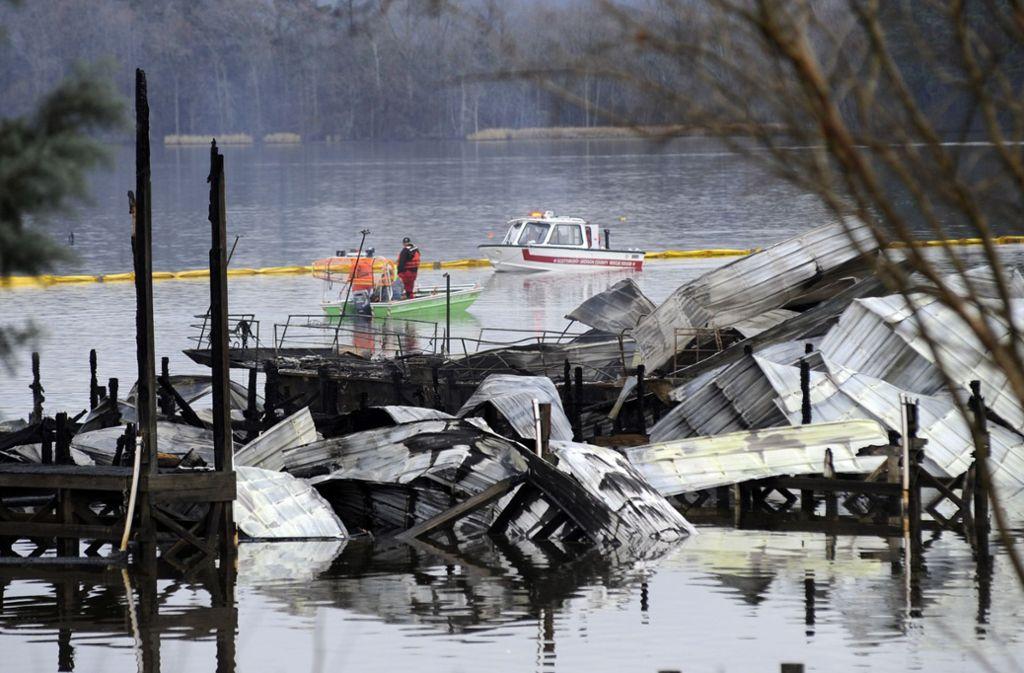 Wieso das Feuer an einem Bootsanleger mit Hausbooten  ausbrach, ist noch unklar. Foto: dpa/Jay Reeves