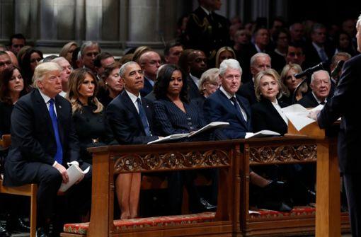 Die Blicke der Obamas und Clintons sprechen Bände