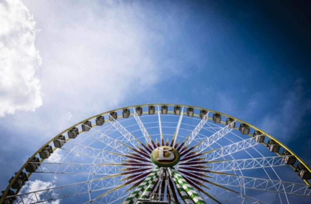 Auf dem Stuttgarter Frühlingsfest dreht sich alles um Gaudi, Göckele und Gerstensaft. Wir geben wertvolle Tipps, was man sonst noch bei einem Wasenbesuch wissen sollte. Foto: Lichtgut/Leif Piechowski