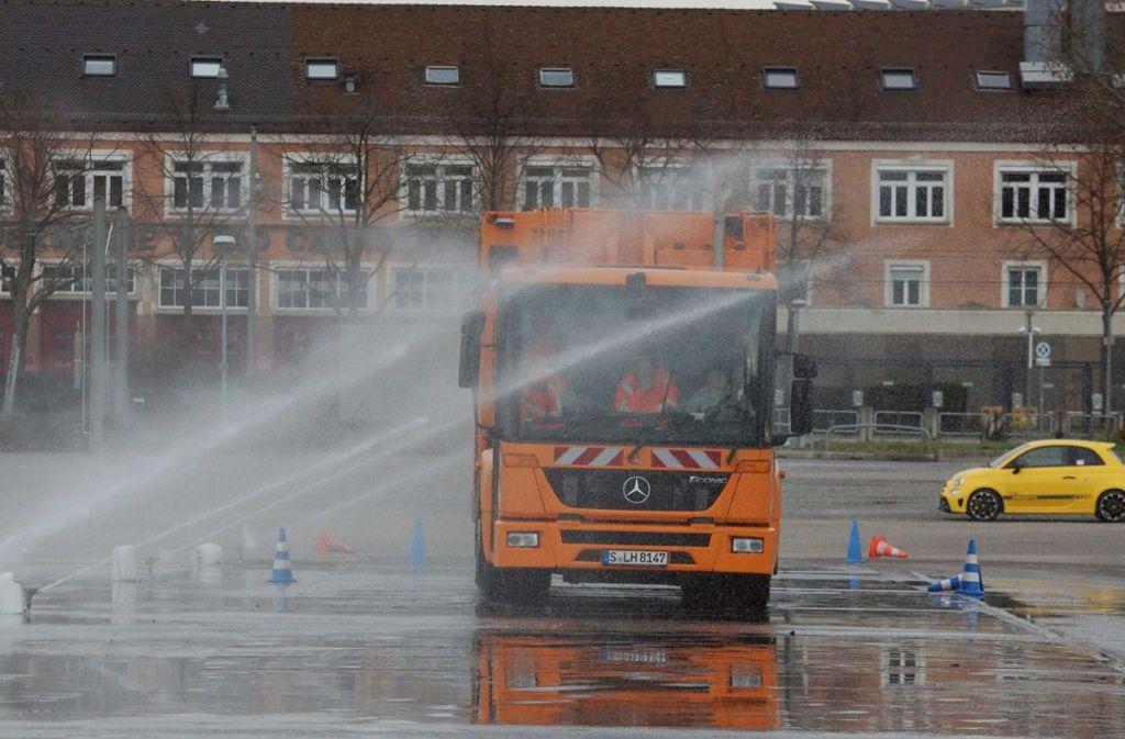 Auf dem Cannstatter Wasen findet das Fahrsicherheitstraining der AWS Stuttgart statt. Foto: Andreas Rosar/Fotoagentur-Stuttgart