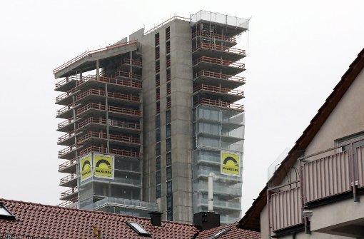 Momentan herrscht Stillstand bei dem mit 107 Metern Höhe künftig dritthöchsten Wohn-Wolkenkratzer der Republik Foto: Patricia Sigerist