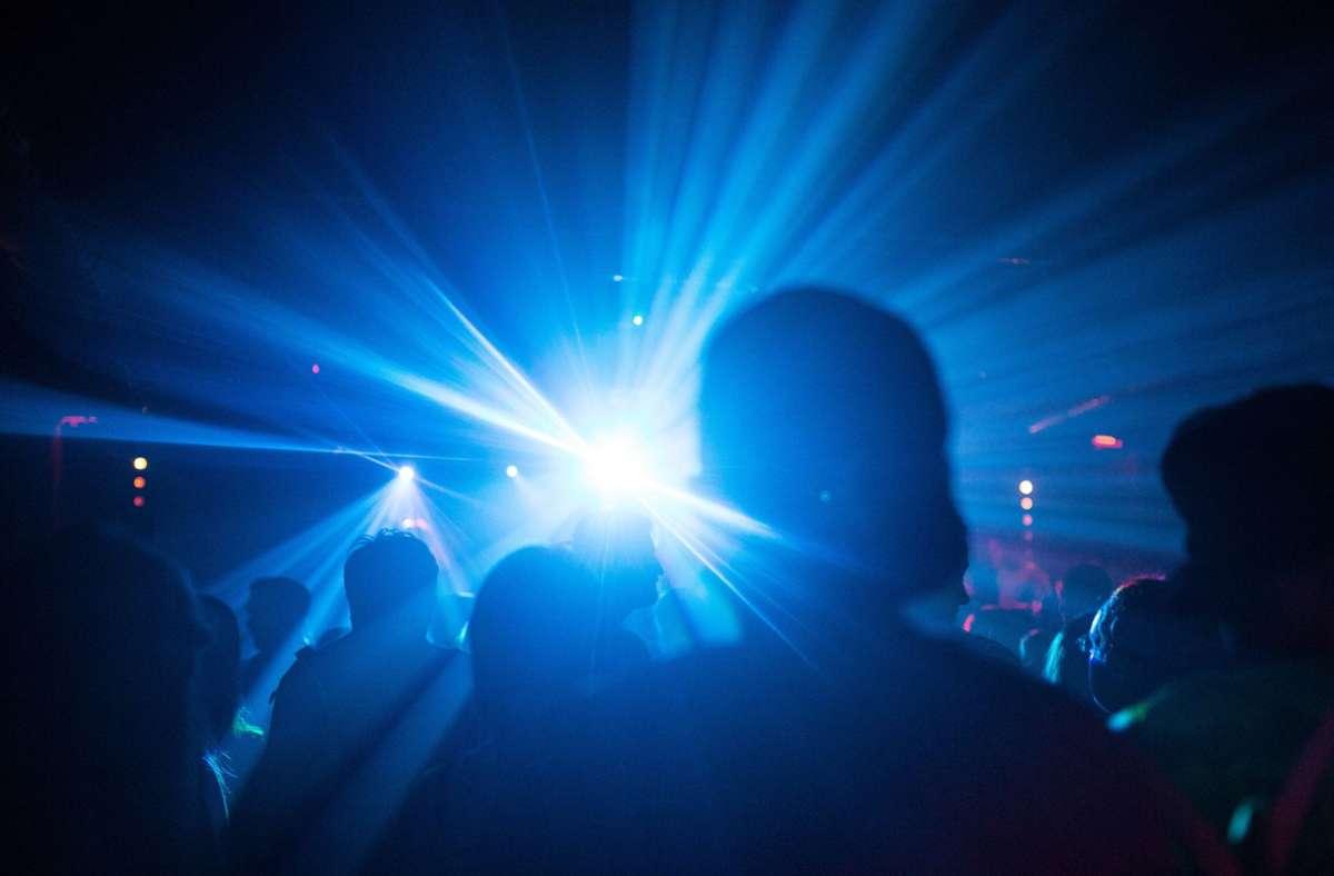 Eine Partynacht in Münster wird zumSuperspreader-Event. (Symbolfoto) Foto: dpa/Sophia Kembowski