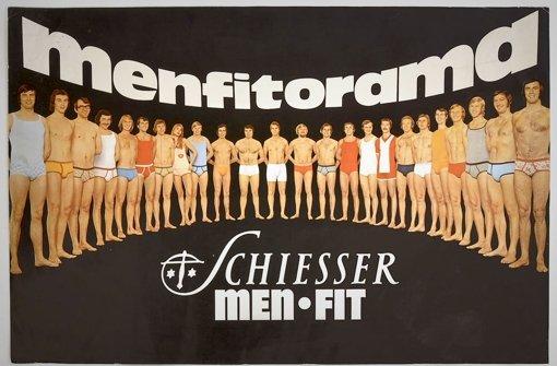 """Schiesser wirbt 1969 mit dem Slogan """"Farblose Männer gibt's schon zur Genüge! Aber Sie sind anders, modern, dynamisch. Darum passt sie zu Ihnen, die neue Wäsche von Schiesser Men-Fit Color."""" Foto: Haus der Geschichte"""