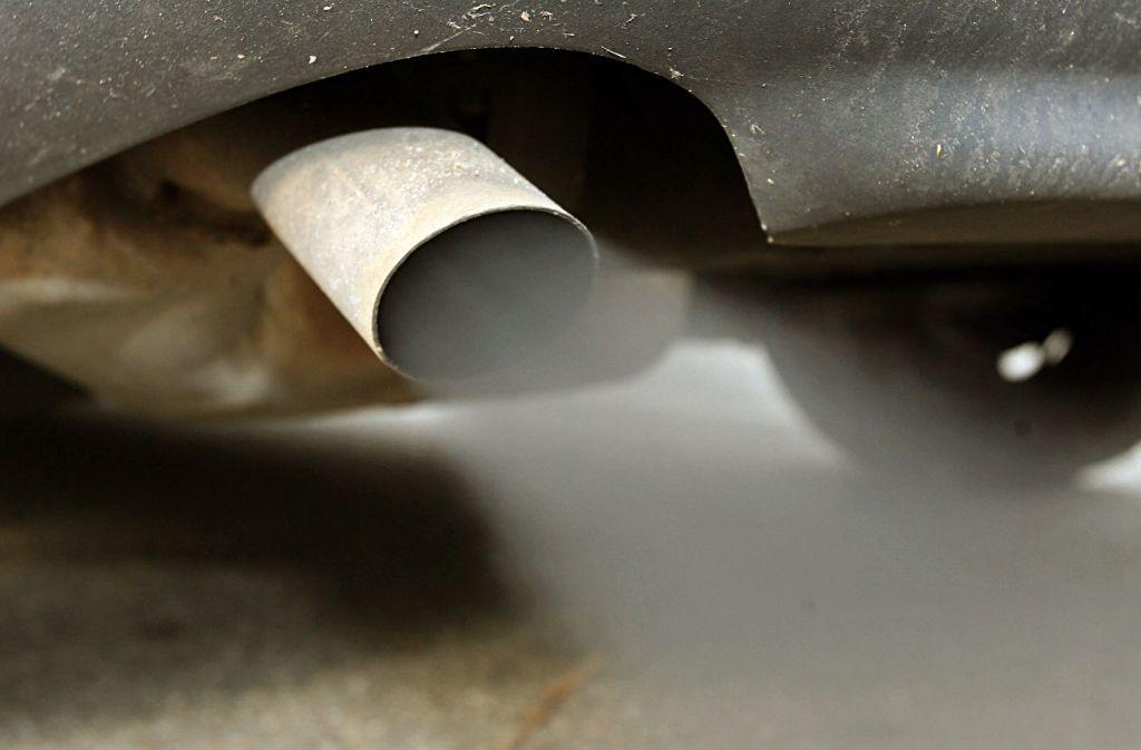 61 Prozent der Deutschen sind laut einer repräsentativen Umfrage für ein Fahrverbot von Dieselautos mit hohem Schadstoffaustoß. (Symbolbild) Foto: dpa