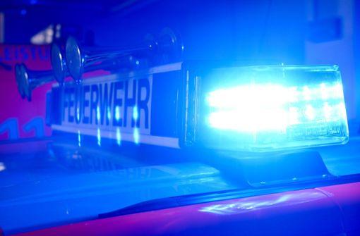 Mann entdeckt brennendes Auto und verhindert wohl Hausbrand