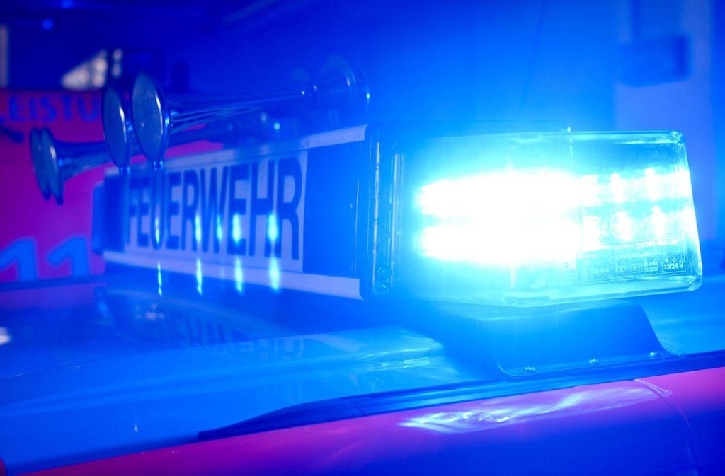 Durch ein brennendes Auto wurde die Fassade eines Hauses beschädigt (Symbolbild). Foto: