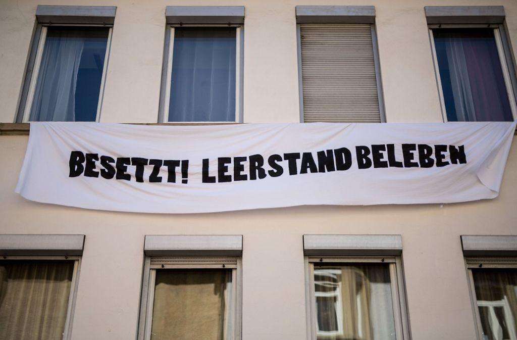 Zwei Wohnungen in der Wilhelm-Raabe-Straße in Heslach sind besetzt. Foto: dpa