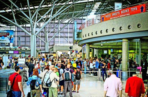 Schüler protestieren am Stuttgarter Flughafen