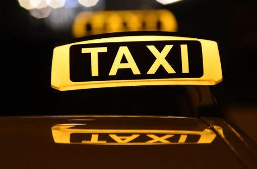 Ekel-Kundin schlägt Taxifahrer und flüchtet