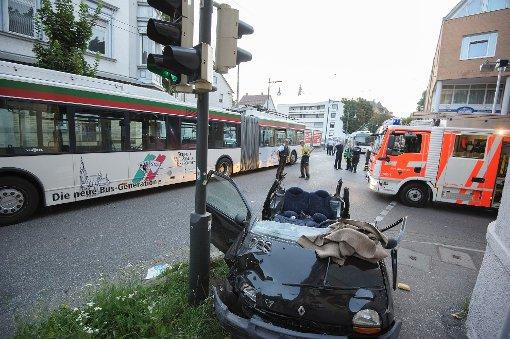 18-Jährige prallt in Esslingen auf Bus