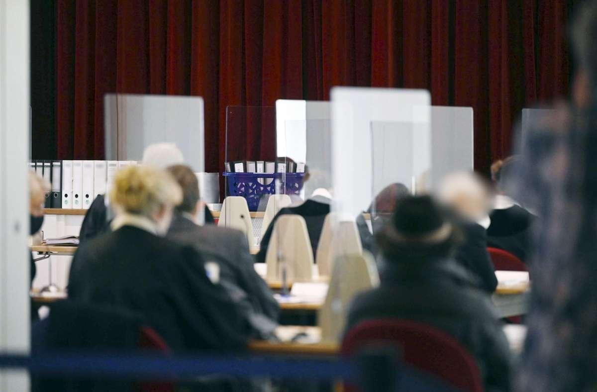 Prozess in Tübingen: Nach Angaben der Staatsanwaltschaft haben die angeklagten Ärzte mit jahrelangem Abrechnungsbetrug einen Millionenschaden verursacht haben. Foto: dpa/Marijan Murat