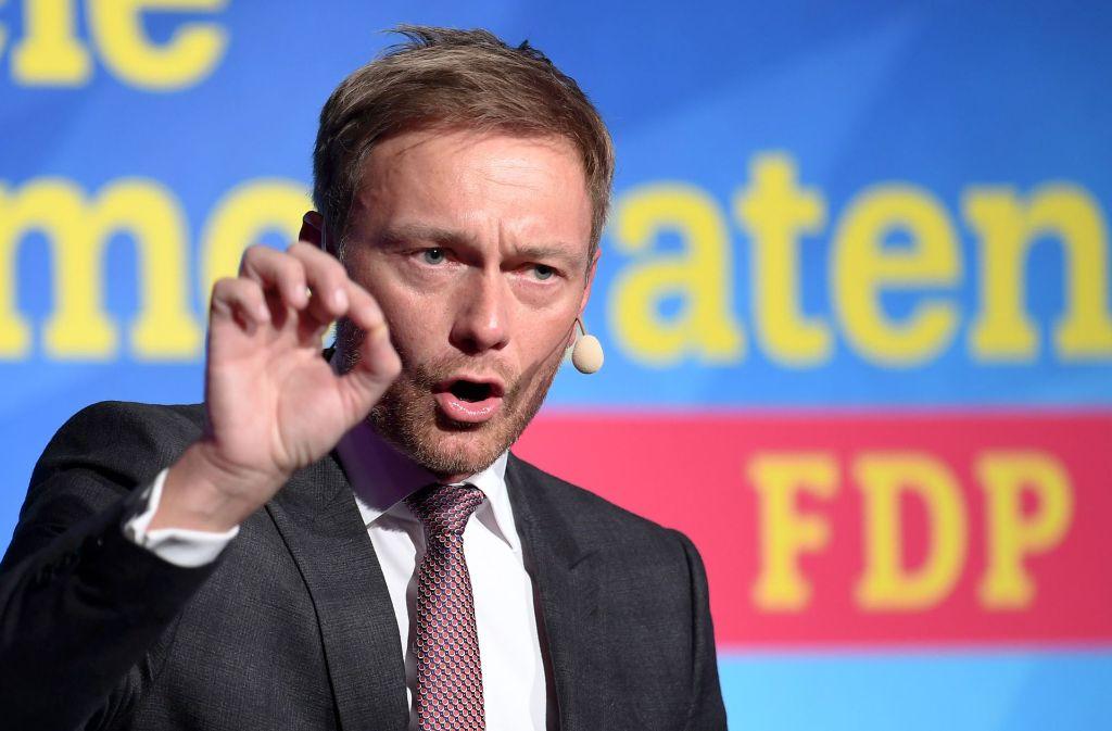 FDP-Chef Lindner sieht in seiner Partei die einzige Kraft, die Martin Schulz inhaltlich Paroli bietet. Foto: dpa