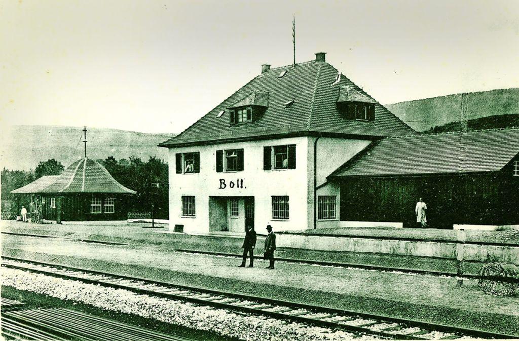 """Am Boller Bahnhof liegen  die Gleise bis heute. Der Verein """"Ein neuer Zug im Kreis"""" kämpft für die Reaktivierung der Strecke. Foto:"""