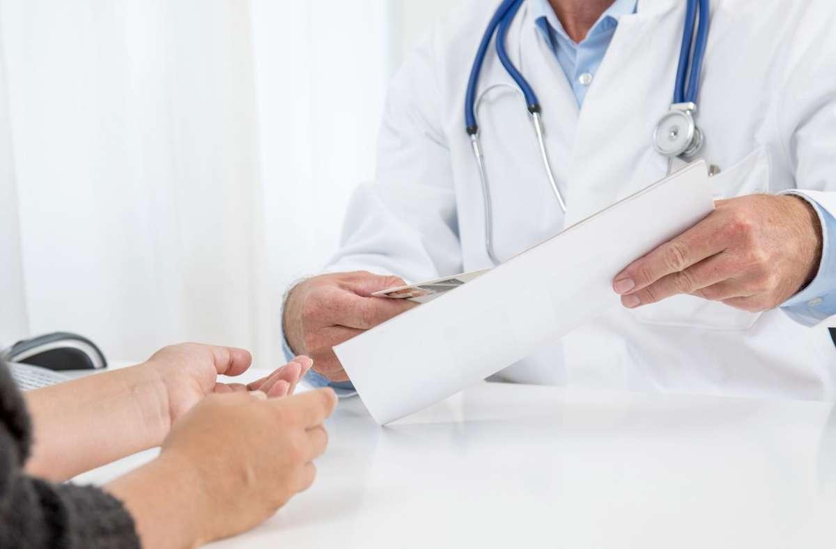 43 Prozent der Deutschen gehen zur Krebsvorsorge: Die Krankenkassen bezahlen –  je nach Alter des Patienten –  bestimmte Untersuchungen zur Vorsorge und Früherkennung von Krebs. Foto: Christin Klose/dpa