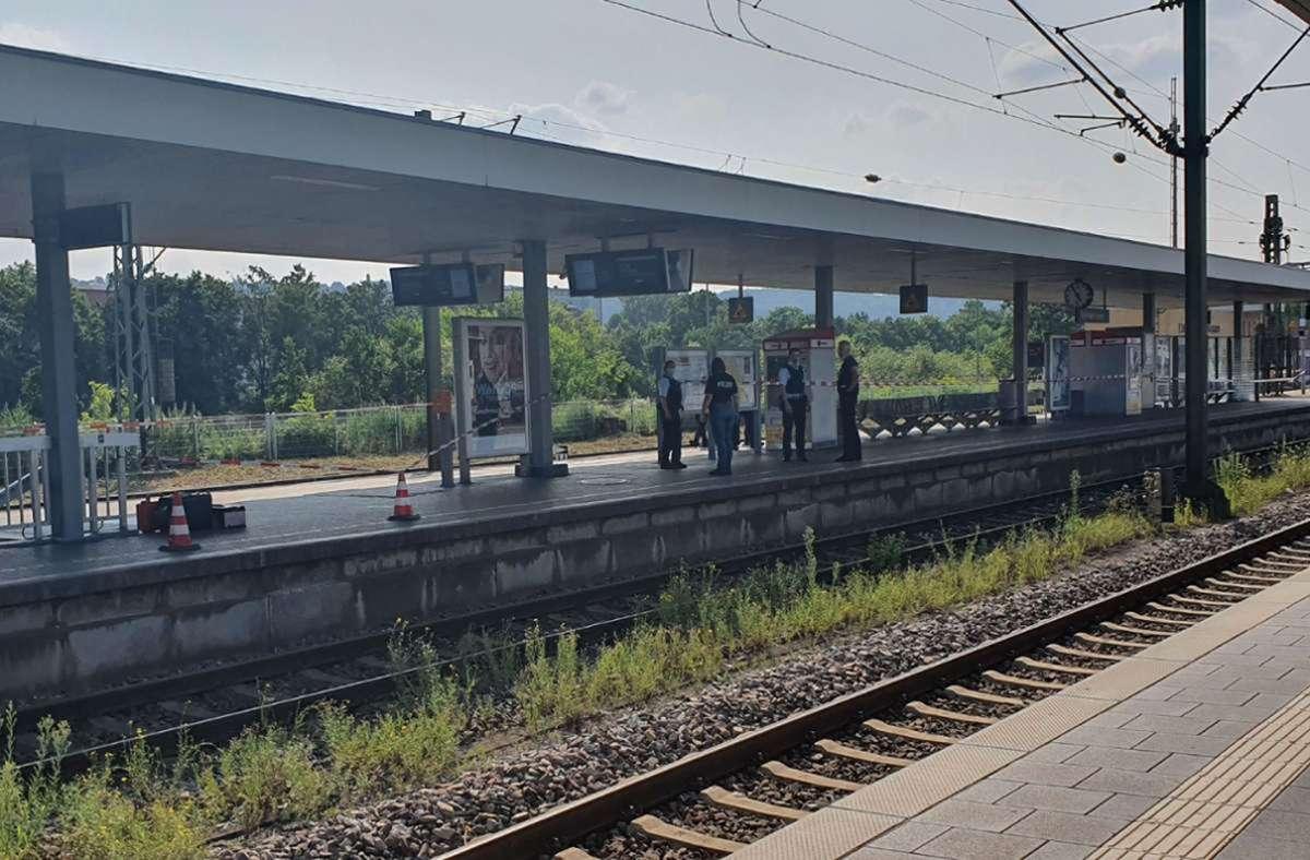 Spurensuche auf dem Bahnsteig nach dem Messerangriff am Donnerstag. Foto: SDMG/Dietrich